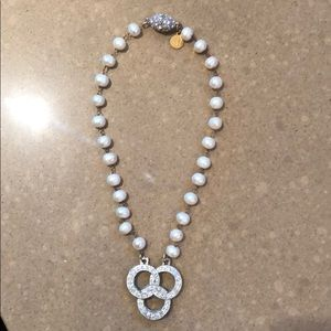 Pearl necklace with tri circle pendant